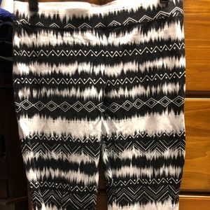 NWOT Express patterned leggings. Size small